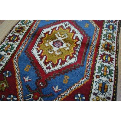 画像2: オールド絨毯 ヤッヒャル独特の色使いとモチーフ 130×73cm