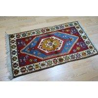 オールド絨毯 ヤッヒャル独特の色使いとモチーフ 130×73cm