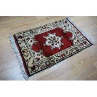 オールド絨毯 白地に赤のマダリオンタイプ お買い得です 120×80cm