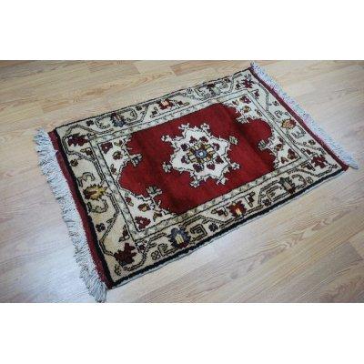 画像1: オールド絨毯 白地に赤のマダリオンタイプ お買い得です 120×80cm