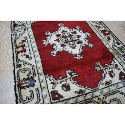 画像2: オールド絨毯 白地に赤のマダリオンタイプ お買い得です 120×80cm